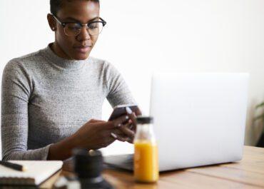6 beneficios respaldados por la investigación del marketing por SMS en un entorno digital abarrotado